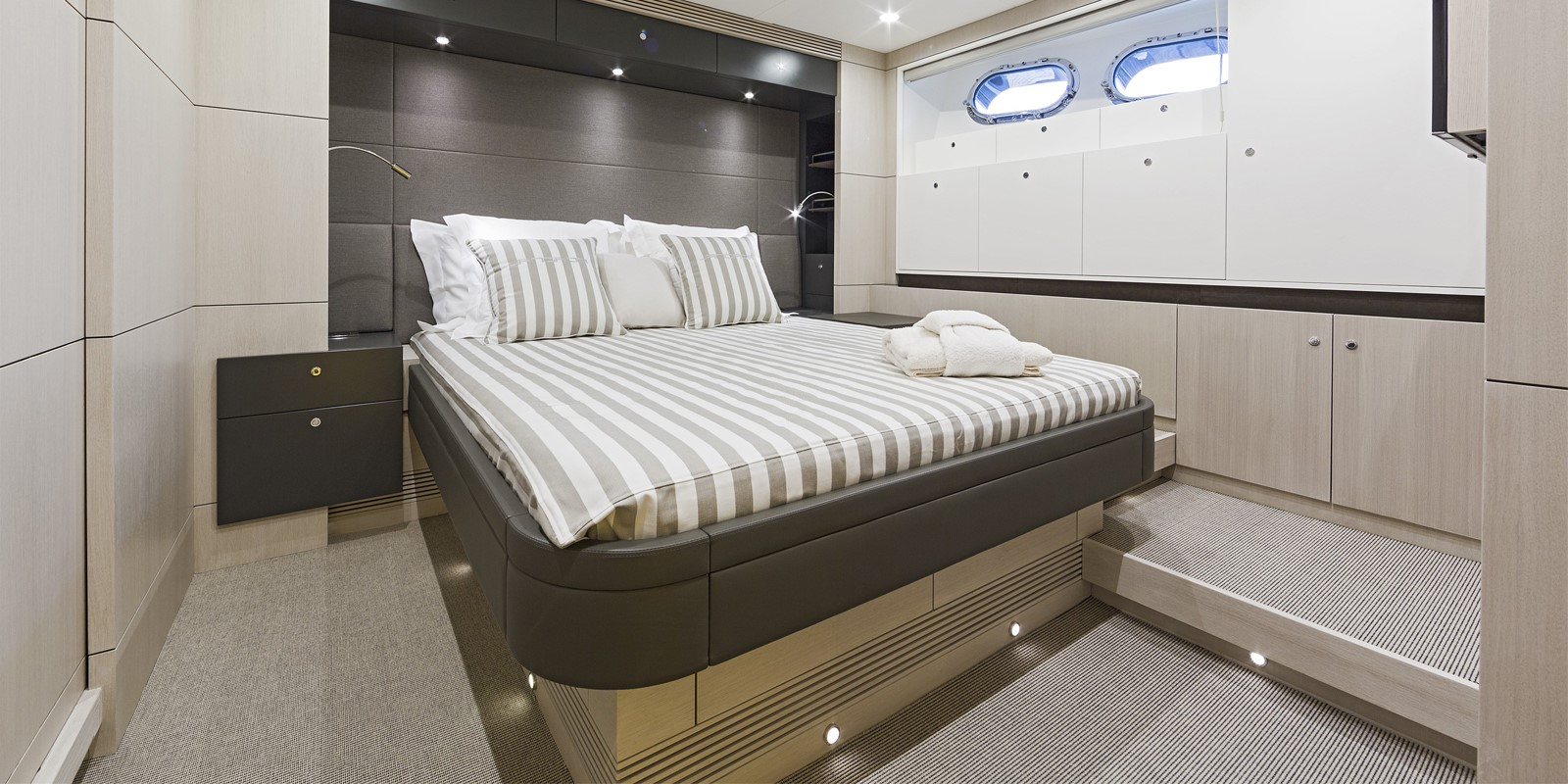 Яхта Van der Valk Raised Pilothouse 82 - фото 8 из 11