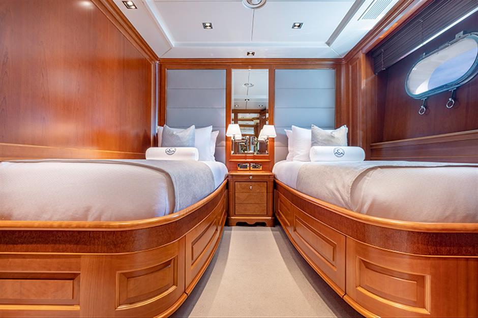 Yacht Benetti 120 - photo 12 of 23