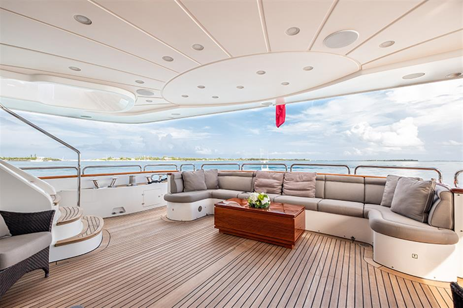 Yacht Benetti 120 - photo 17 of 23
