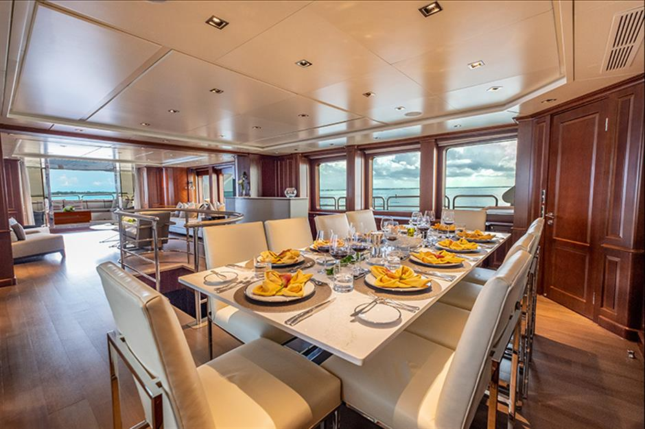 Yacht Benetti 120 - photo 15 of 23