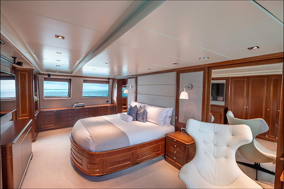 Yacht Benetti 120 - photo 6 of 23