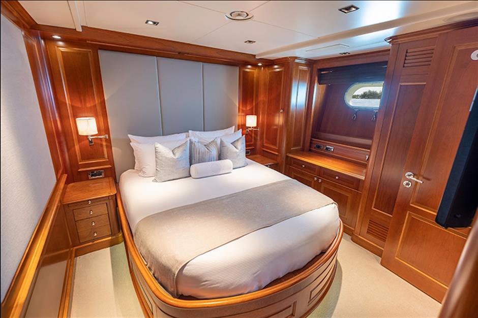 Yacht Benetti 120 - photo 8 of 23