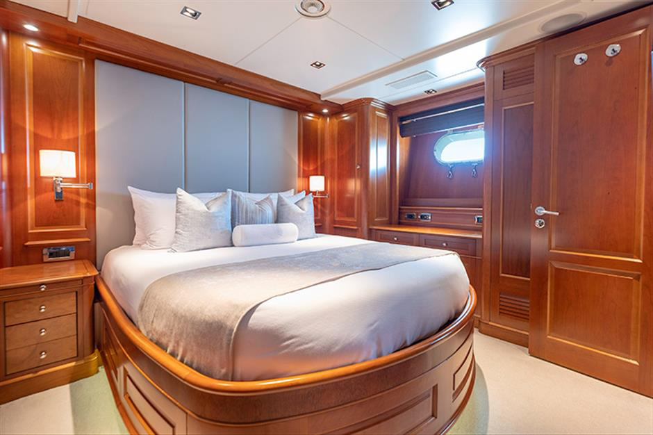 Yacht Benetti 120 - photo 10 of 23