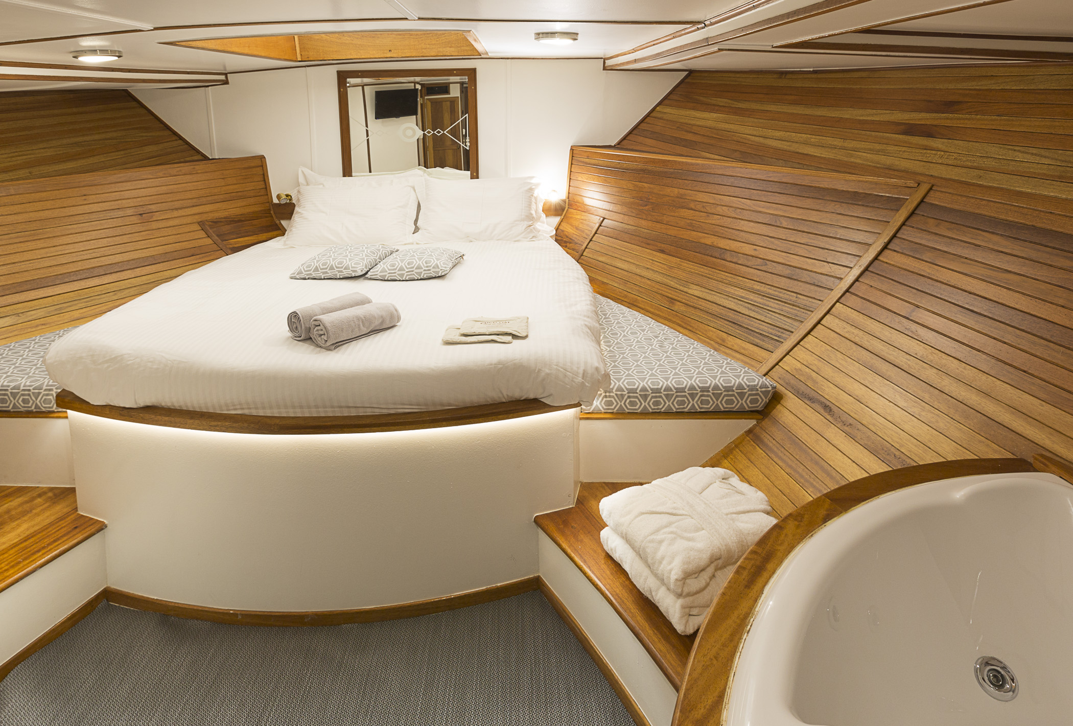 Yacht Cosmos - photo 10 of 19