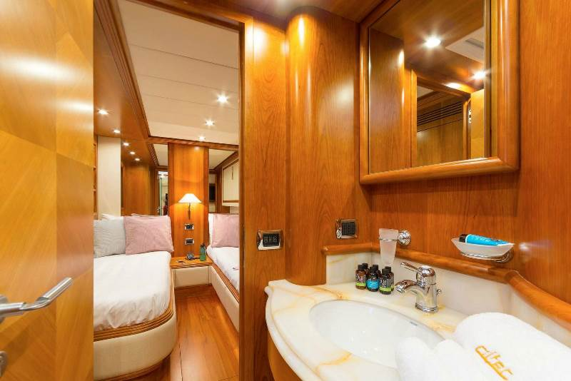 Yacht ALFEA (24M) - photo 18 of 25